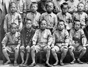 Ikeda, front row, 2nd from right, in the fifth year of elementary school