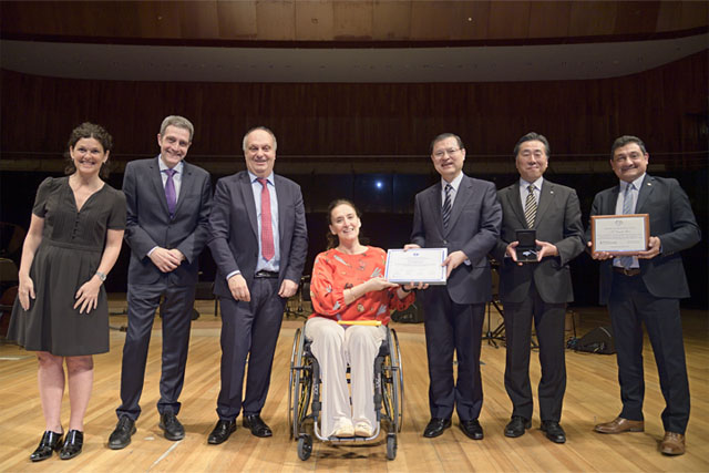 "Daisaku Ikeda was presented with the ""Blue Award for Arts and Peace"" by the media department of Argentina"
