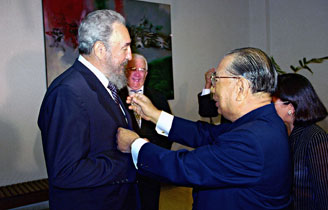 Despite considerable opposition, Ikeda traveled to Havana to meet with Fidel Castro in 1996