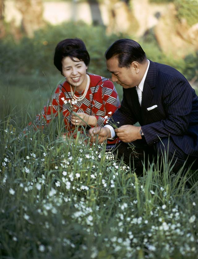 Ikeda and his wife Kaneko picking flowers alongside a road in Chez Denis during a trip to France in May 1973