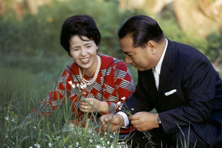 Bio A Conversation With My Wife Daisaku Ikeda Website